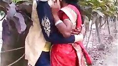 MARATHI DESI BOY AND AUNTY PASSIONATE KISS IN PUBLIC